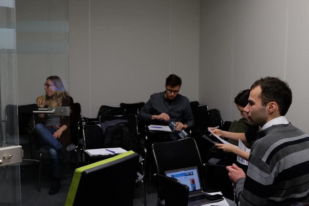 Członkowie SYMULTANY w trakcie przygotowań do wytężonej pracy :)